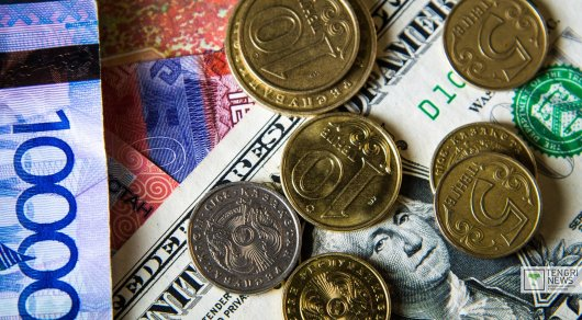21июня тенге упал до326,28 задоллар