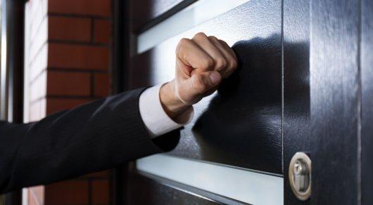 С какими заемщиками не могут работать коллекторы в Казахстане по новому закону