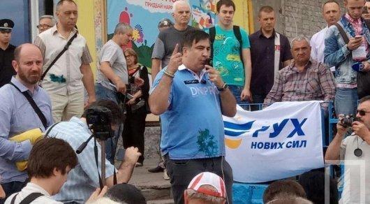 Саакашвили потребовал от Порошенко 50 евро за испорченную футболку