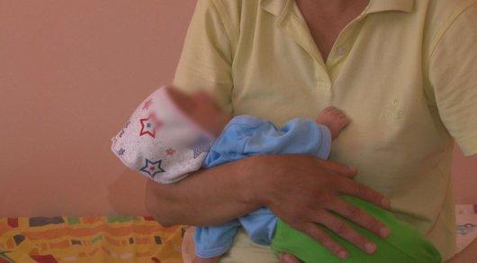 Врачи рассказали о состоянии малыша, которого уронила мать на асфальт