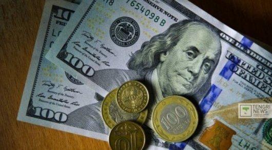Спрос среди казахстанцев на доллары в мае вырос на 47 процентов - исследование