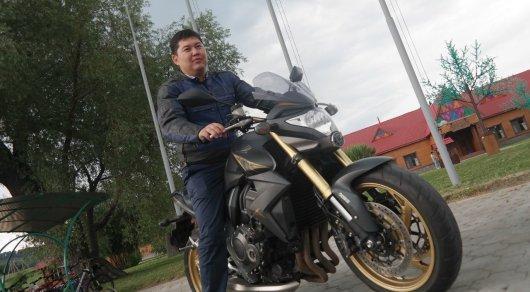 На мотоцикле добирается до работы аким Усть-Каменогорска