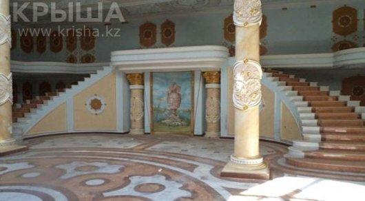 В Алматы выставлен на продажу 50-комнатный дом-дворец