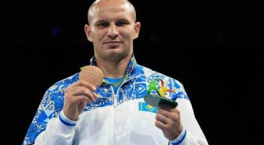 Казахстанец Иван Дычко официально стал боксером американской промоутерской компании