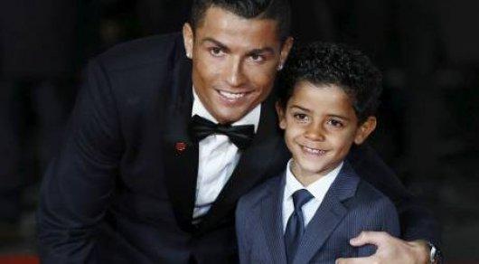 Криштиану Роналду объявил о рождении у него двоих детей