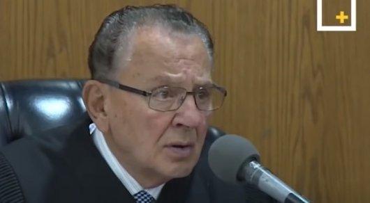 Диалог судьи и ответчицы в американском суде вызвал бурное обсуждение в Сети