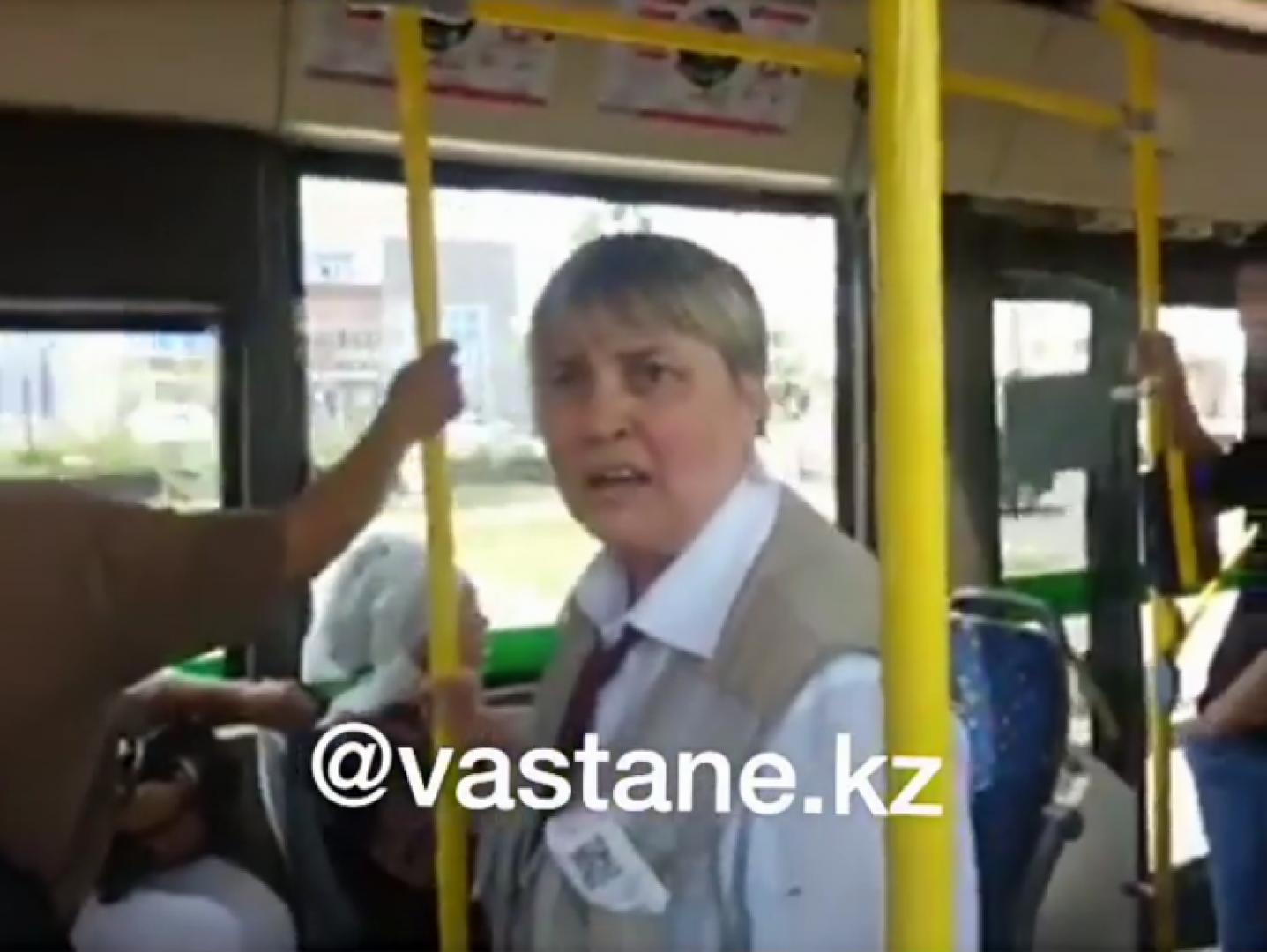 прижался к ней в автобусе видео