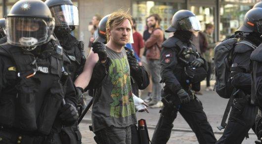 Cтычки с полицией возобновились: В Гамбурге задержаны около 300 человек