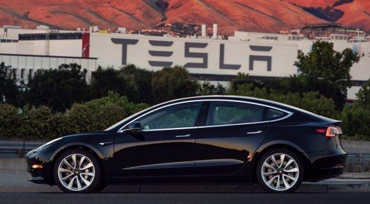 Илон Маск опубликовал фото первой Tesla Model 3 и назвал ее стоимость