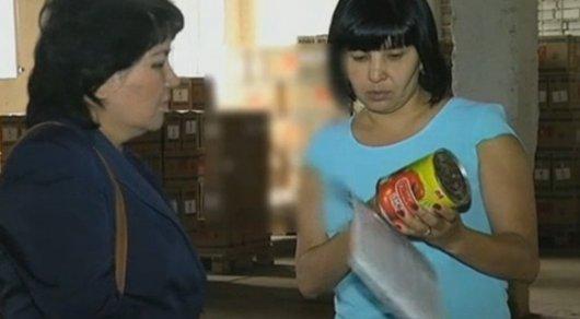 Потребителей возмутило видео, где переклеивают этикетки на продуктах