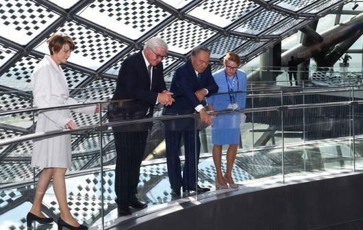Назарбаев показал Штайнмайеру павильон Казахстана на EXPO