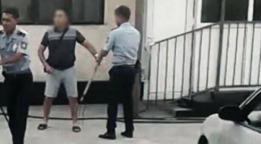 Мужчина в Алматы заколол вилами собаку соседей