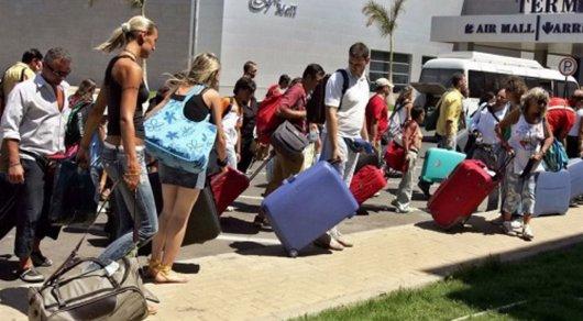200 туристов выгнали из турецких отелей
