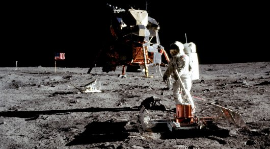 Лунную пыль, собранную Армстронгом, выставят на торги
