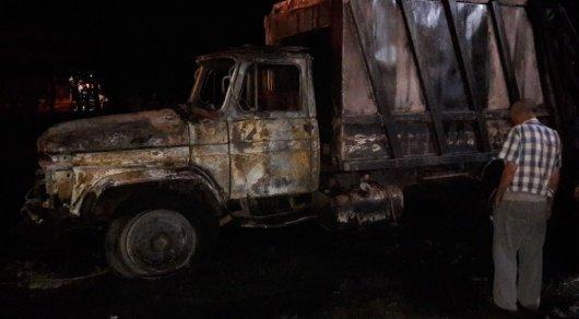 Мусоровоз сгорел около АЗС в Алматы