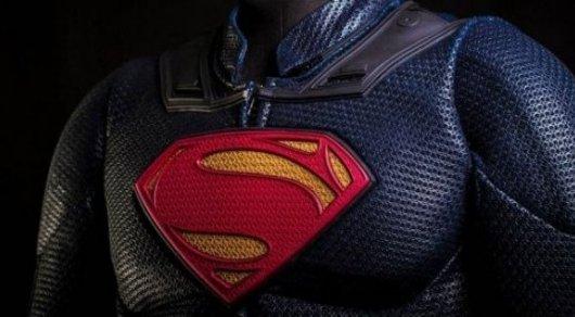Мужчина в костюме Супермена выпал с балкона многоэтажки в США