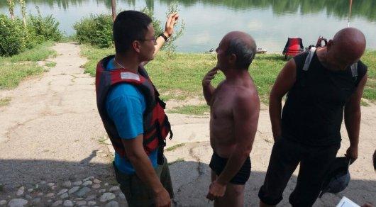 Тонувшего в озере мужчину спасли в Алматы