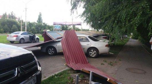 Пострадавшие от урагана в ВКО намерены подать в суд на спасателей
