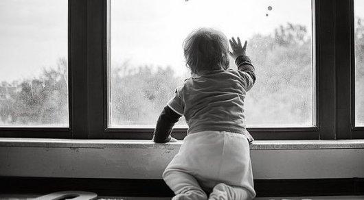Ребенка спасли от падения с 9 этажа в Астане