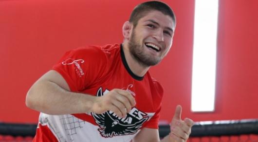 Хабиб Нурмагомедов нокаутировал своего фаната одним ударом