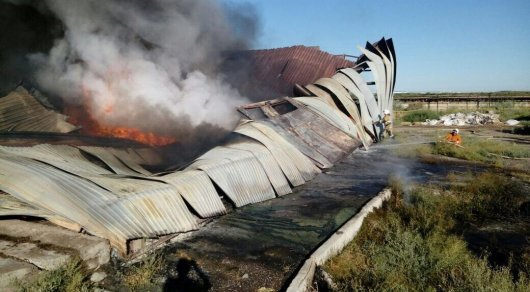 В Туркестане горел склад с ватой и салфетками