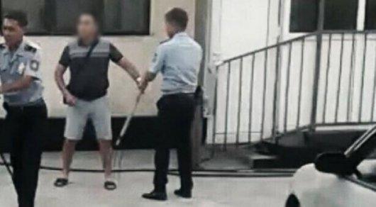 В деле об убийстве собаки вилами в Алматы не нашли состава преступления