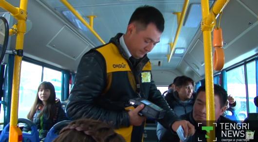 Большие сиськи трахнули в автобусе