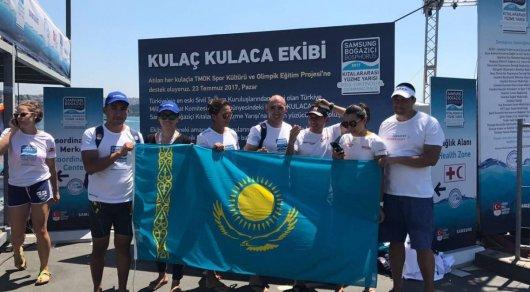 Семь казахстанских спортсменов переплыли пролив Босфор