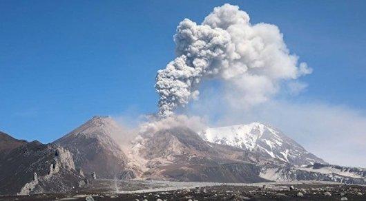 Вулкан на Камчатке выбросил столб пепла на 12 тысяч метров