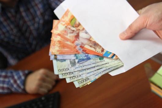 Сотрудник прокуратуры и следователь в ЮКО задержаны за взятку в 2 миллиона тенге - Генпрокуратура