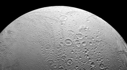 В недрах Луны нашли воду