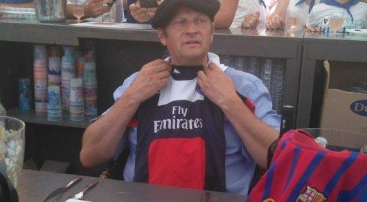 Мэр французского города съел крысу после проигранного пари на матч