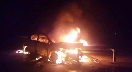 Машина службы такси сгорела на трассе Астана - Караганда