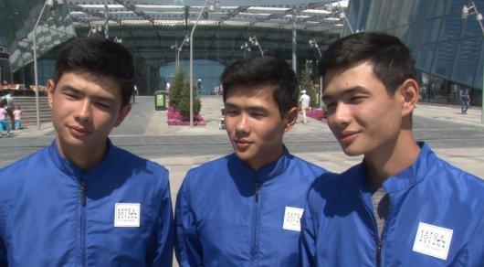 Как тройняшки и близнецы - волонтеры покоряют посетителей EXPO-2017