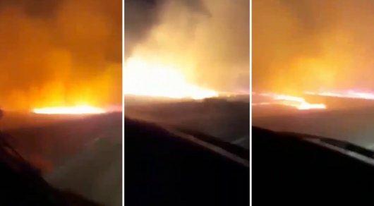 Сквозь степной пожар пробивались водители в Актюбинской области