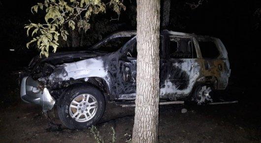 Внедорожник сгорел в Алматы