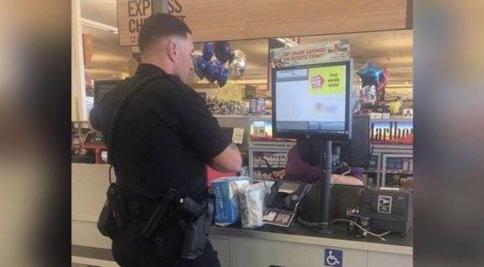 Полицейский пожалел воровку и купил ей украденный товар