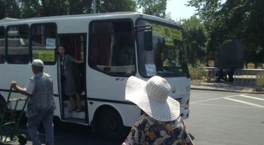 Стоимость проезда в пригородных автобусах Алматы при оплате наличными остается 80 тенге