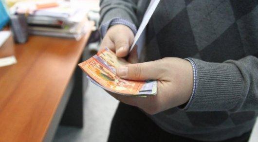 Обесценивание зарплат казахстанцев ускорилось - аналитики