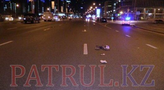 Жуткое ДТП на Аль-Фараби в Алматы: погибший пешеход оказался дорожным рабочим