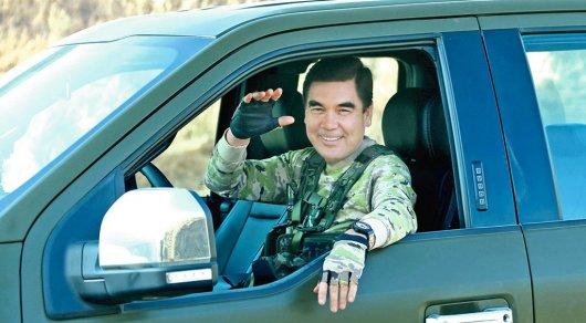 Руководитель Туркменистана встиле Шварценеггера обучил солдат стрелять иметать ножи