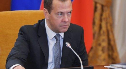 России объявлена полноценная торговая война - Медведев о санкциях США