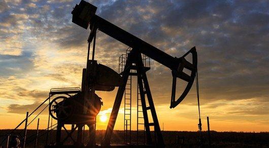 Нефть торгуется выше 52 долларов за баррель