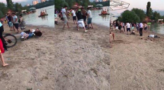 Гитарой по голове: полиция Алматы разыскивает участника драки на Сайране