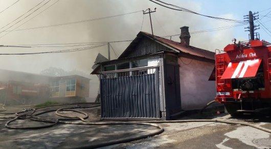 Складские помещения горят в Алматы
