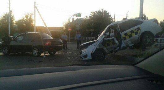 Шофёр легкового автомобиля столкнулся стремя грузовиками