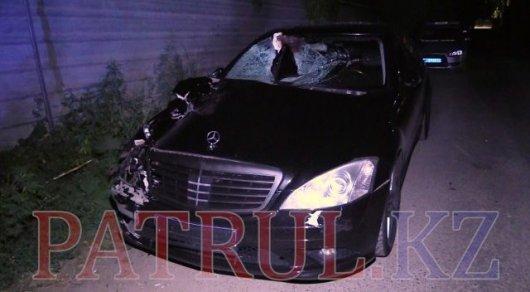 Шокирующее ДТП на Аль-Фараби в Алматы: водитель элитного Mercedes попал в больницу