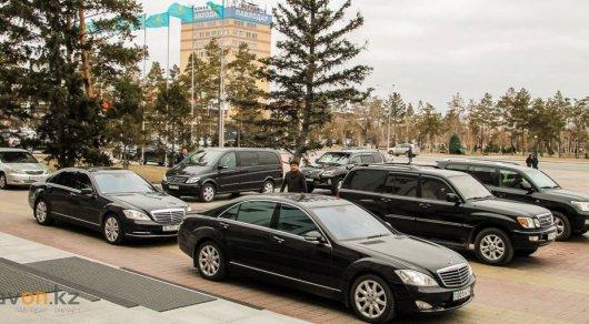 Ездивших на служебных авто по своим делам чиновников уличили в Павлодарской области