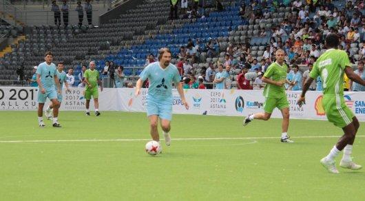 Казахстан пропустил семь мячей от сборной звезд мира в Астане