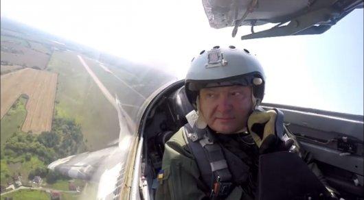 Порошенко прокатился на истребителе МиГ-29